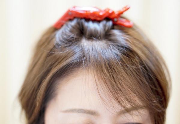 前髪、横に流れる