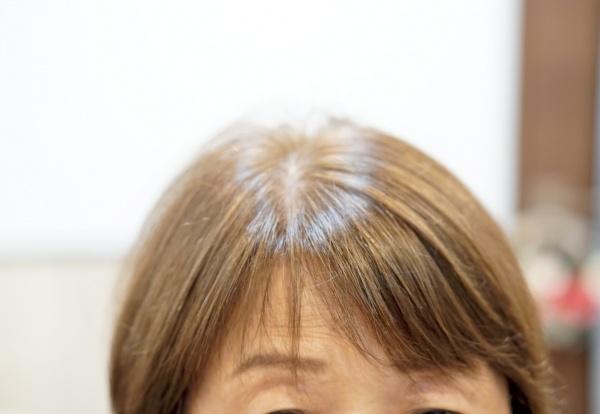 前髪が分かれる