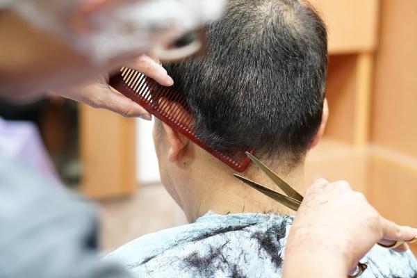 男性散髪カット