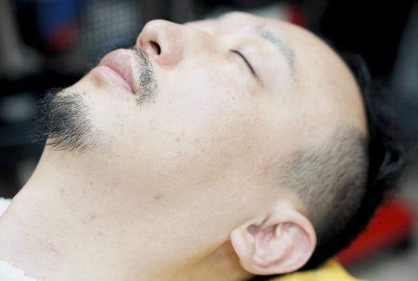 男性の肌もくすみ除去で透明感