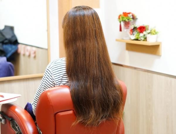 髪をバッサリカット