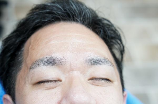 男性の眉毛カット